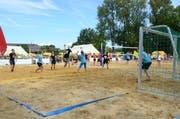 Am Beach Battle messen sich die Teilnehmer in verschiedenen Sportarten auf Sand. (Bild: Christine Gregorin)