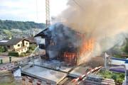 Das brennende Wohnhaus in Malters (Bild: Luzerner Polizei)