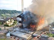 Ein Haus, das sich im Umbau befindet, hat in Malters LU gebrannt. (Bild: Luzerner Polizei)