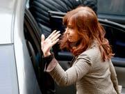 Argentiniens frühere Präsidentin Cristina Kirchner muss sich in einem neuen Korruptionsfall vor Gericht verantworten. (Bild: KEYSTONE/AP/NATACHA PISARENKO)