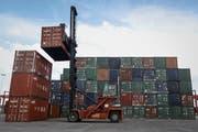 Waren im Wert von 129 Millionen Franken wurden im zweiten Quartal aus dem Toggenburg ins Ausland exportiert. (Bild: Wang He/Getty Images)