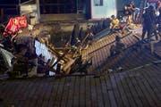 Eine Holzplattform stürzte ein, als in Vigo ein Musikfestival stattfand. (Bild: EPA/Salvador Sas, 13. August 2018))