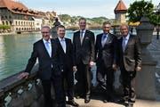 Sie posierten zwar in Luzern, doch keiner der aktuellen Regierungsräte ist aus der Stadt (von links): Robert Küng, Marcel Schwerzmann, Reto Wyss, Guido Graf und Paul Winiker. (Bild Nadia Schärli, 10. Mai 2015)