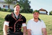 Michael Rhyner und Rico Baumann erkämpfen sich den Kranz beim Schaffhauser Kantonalen in Beggingen. (Bild: Pascal Schönenberger)