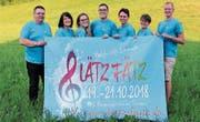 Das OK des Blasmusikfests präsentiert sein Lätz-Fätz-Plakat. (Bild: PD)
