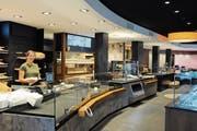 So präsentiert sich der neue Verkaufsraum: Vorne gibt es eine Bäckerei-Confiserie, hinten eine Metzgerei. (Bild: ASZ)