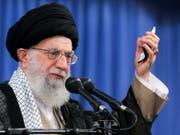 Das geistliche Oberhaupt Irans, Ayatollah Chamenei, will keine Verhandlungen mit den USA, aber auch keinen Krieg. (Bild: KEYSTONE/AP Office of the Iranian Supreme Leader)