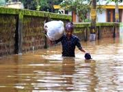 In Indien hat es bei Unwettern zahlreiche Todesopfer gegeben. (Bild: KEYSTONE/EPA/PRAKASH ELAMAKKARA)