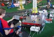 Der freie Fall auf dem «Swisstower» wird Computer gesteuert ausgelöst. (Bilder: Hanspeter Thurnherr)