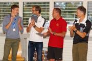 Simon Ehammer und seine Trainer. Bild: Erich Brassel
