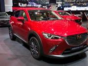Mazda ruft wegen Brandgefahr weltweit über 100'000 Autos zurück. Darunter sind die Modelle Mazda 2, CX-3 und MX-5. (Bild: KEYSTONE/CYRIL ZINGARO)
