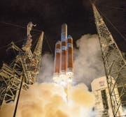 Die Raumsonde «Parker Solar Probe» hebt auf einer Trägerrakete in Cape Canaveral ab. (Bild: Bilder: EPA/Nasa)
