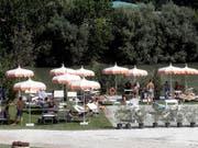 Das Strandbad am Tiber: Die Aufwertung des Stadtflusses von Rom stösst immer wieder auf Hindernisse. (Bild: KEYSTONE/AP/GREGORIO BORGIA)