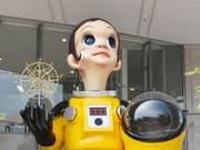 Kommt nicht gut an: Die Statue «Sun Child» von Künstler Kenji Yanobe soll in Fukushima für neue Hoffnung stehen. (Bild: KEYSTONE/EPA JIJI PRESS)