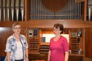 Marie-Louise Eberhard (links) und Monika Bernold-Bissig proben für das «Wiler Sommerorgel»-Konzert. (Bild: Tobias Bruggmann)