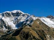 Geradezu ein Sinnbild für Beständigkeit und doch in Bewegung: Die Alpen driften und heben sich. (Bild: KEYSTONE/GAETAN BALLY)