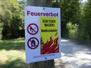 Weiterhin gilt in den meisten Kantonen Feuerverbot. (KEYSTONE/Melanie Duchene) (Bild: Keystone/MELANIE DUCHENE)