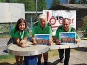 Die Buchser Preisgewinner am Seeli-Cup (von links): Jenny Bernegger war beste Juniorin, Hans Hardegger gewann das Turnier, Peter Müntener wurde Zweiter. (Bild: PD)