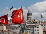 In der Türkei-Krise gibt es erste Anzeichen für eine Entspannung, an der Börse und bei der Währung. (Bild: KEYSTONE/AP/LEFTERIS PITARAKIS)