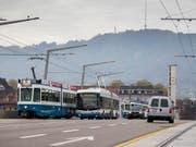 Qualitativ hochstehendes Angebot zu einem akzeptablen Preis: Eine neue Studie erteilt dem öffentlichen Verkehr der Schweiz im europäischen Vergleich die beste Note. (Bild: KEYSTONE/CHRISTIAN MERZ)