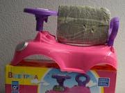 Ein Kilogramm Marihuana im rosafarbenen Spielzeugauto: Die Zollverwaltung stellt immer wieder Drogen in Alltagsgegenständen sicher. (Bild: EZV)