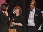 Für ihren Kinofilm «Der Goalie bin ig» gewannen Sabine Boss (Mitte) und Pedro Lenz vier Schweizer Filmpreise. Nun plant das Duo, Lenz' Roman «Di schöni Fanny» zu verfilmen. (Bild: Keystone/EQ IMAGES/MELANIE DUCHENE)