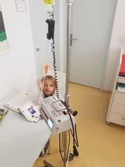 Borreliose: Die kleine Thurgauerin Josy erhält eine Antibiotika-Infusion in Münsterlingen. (Bild: PD)