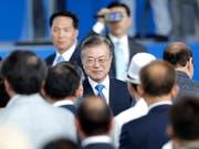 Südkoreas Präsident Moon Jae In hat am Mittwoch während einer Veranstaltung zum Unabhängigkeitstag seines Landes ein Mega-Bahnprojekt zwischen Nord- und Südkorea bekanntgegeben. (Bild: KEYSTONE/AP/LEE JIN-MAN)