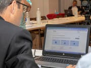 Der baselstädtische Gesundheitsdirektor Lukas Engelberger präsentierte das neue elektronische Patientendossier EPD, das sein Kanton am Mittwoch scharf stellte, gleich mit seinem eigenen e-Dossier vor den Medien. (Bild: KEYSTONE/PATRICK STRAUB)