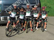 Die zwei Teams des Lippuner Cycling Teams inkl. ein Crewmitglied (v.l.) Markus Rohner, 2er-Team men, Michele Preiti, Crewmitglied, Marcel Fürer, 2er-Team men, Lukas Wiget und Barbara Scherrer, beide 2er-Team mixed Challenge. (Bild: pd)