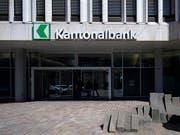 Die St. Galler Kantonalbank war 2018 in der ersten Jahreshälfte im Hypothekenmarkt etwas langsamer unterwegs als im Vorjahr (Archivbild). (Bild: KEYSTONE/GIAN EHRENZELLER)