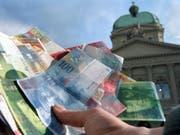 Geldsegen für den Bund: Der Bund rechnet 2018 erneut mit einem deutliche höheren Überschuss als budgetiert. (Bild: KEYSTONE/MARTIN RUETSCHI)
