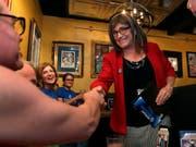 Die US-Demokraten haben Christine Hallquist in Vermont als Gouverneurs-Kandidatin aufgestellt - Sie ist die erste Transgender-Frau, die für eine der grossen Parteien für ein Gouverneursamt kandidiert. (Bild: KEYSTONE/AP/CHARLES KRUPA)
