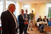 Georges Gladig, Oliver Gröble und Norbert Näf diskutieren mit Alex Fürer (von links). (Bild: Johannes Wey)