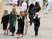 Kinder in Yemen auf der Flucht: Das Uno-Kinderhilfswerk Unicef unterstützt Kinder in Armut, humanitären Krisen und bewaffneten Konflikten. (Bild: KEYSTONE/EPA/YAHYA ARHAB)