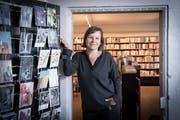Leonie Schwendimann in der Buchhandlung zur Rose. (Bild: Ralph Ribi)