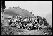 Eine Schulklasse um das Jahr 1950 auf der Schulreise auf dem Schartihöreli. (Bild: Fotoarchiv Aschwanden, Staatsarchiv Uri)