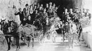 1917 auf dem Weg über die Axenstrasse: Der FC Altdorf fährt zum Freundschaftsspiel nach Brunnen.