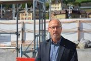 Richard Schmid von der Asga hob die gute Lage der Überbauung hervor. (Bild: Ruben Schönenberger)