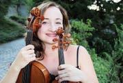 Hana Gubenko spielt Viola und Violine gleich gern: «Es ist so, als würde man zwei Menschen gleichzeitig lieben», sagt sie. (Bild: Martin Preisser)