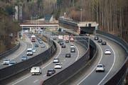 Der Verkehr auf der Stadtautobahn wird in der nächsten Jahren durch Sanierungsarbeiten beeinträchtigt. (Bild: Ralph Ribi/Archiv)