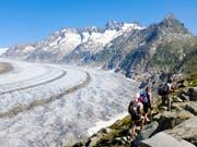 Bei Umsetzung des Klimaschutzabkommens liessen sich 30 Prozent des Schweizer Eisvolumens retten: Blick auf den Aletschgletscher. (Bild: KEYSTONE/ANTHONY ANEX)