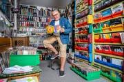 Michel Richter, der schweizweit dienstälteste DJ, bei sich zu Hause in Horw. (Bild: Philipp Schmidli, 24.Juli 2018)