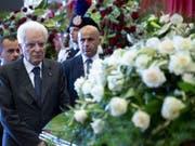 Italiens Präsident Sergio Mattarella an der Trauerfeier in Genua. (Bild: KEYSTONE)