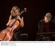 Start der Artiste Etoile: Cellistin Sol Gabetta (am Hammerflügel: Kristian Bezuidenhout). Bild: LF/Priska Ketterer