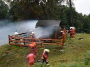 Die Einsatzkräfte brachten das Feuer rasch unter Kontrolle. (Bild: Kapo GR)