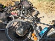 Velos der Touristen nach dem Angriff mit vier Opfern in Tadschikistan: Die Bundesanwaltschaft hat ein Strafverfahren eröffnet. (Bild: KEYSTONE/AP/ZULY RAHMATOVA)