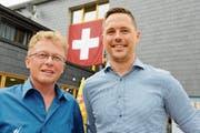 Mathias Müller, auf dem Bild begleitet von Urs Gantenbein, Geschäftsführer Bergbahnen Wildhaus AG, sprach an der Bundesfeier im Wildhauser Oberdorf. (Bild: Hansruedi Rohrer)