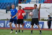 Christian Schwegler, Assistenztrainer Michael Silberbauer und Trainer René Weiler (von links). (Martin Meienberger/freshfocus, 8. August 2018)