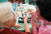 Schwelgen in Erinnerungen: Die 90-jährige Chun Hye Ock trifft ihre Nichte Kim Yun Kyung im nordkoreanischen Diamantgebirge. (Bild: AP (20. August 2018)